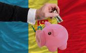 Dolar w piggy bank bogaty i flaga narodowa mołdawii — Zdjęcie stockowe