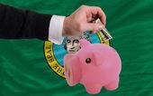 Dollar in piggy rijke bank en vlag van amerikaanse staat van washi — Stockfoto