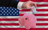 Finanziamento euro in rich piggy bank bandiera nazionale dell'america — Foto Stock