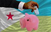 Financement euro en rich piggy bank drapeau national de djibouti — Photo