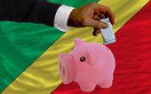 Financement euro en rich piggy bank drapeau national du congo — Photo