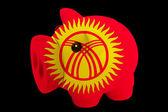 Piggy bank ricca nella bandiera nazionale colori del kirghizistan per sav — Foto Stock