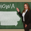 Teacher showing map of iowa on blackboard — Stock Photo