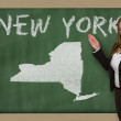 Teacher showing map of new york on blackboard — Stock Photo