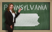 Teacher showing map of pennsylvania on blackboard — Stock Photo