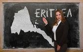 Teacher showing map of eritrea on blackboard — Stock Photo