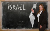 Teacher showing map of israel on blackboard — Stock Photo