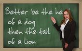 Profesor mostrando mejor ser la cabeza de un perro entonces la cola de un l — Foto de Stock