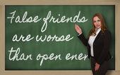 Nauczyciel wyświetlono fałszywych przyjaciół są gorsze niż otwarte wrogów na bla — Zdjęcie stockowe