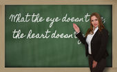 Teacher showing What the eye doesn t see, the heart doesn t grie — Stock Photo