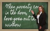 老师显示贫穷来时在门,爱走了出去 — 图库照片