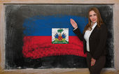 Teacher showing flag ofHaiti on blackboard for presentation mark — Stock Photo