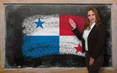 Teacher showing flag ofPanama on blackboard for presentation mar — Stock Photo