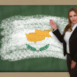 Teacher showing flag ofcyprus on blackboard for presentation mar — Stock Photo