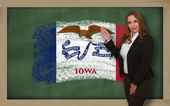 Teacher showing flag ofiowa on blackboard for presentation marke — Stock Photo