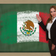 Teacher showing flag ofmexico on blackboard for presentation mar — Stock Photo