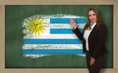 Teacher showing flag ofuruguay on blackboard for presentation ma — Stock Photo
