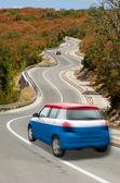 автомобиль на дороге в национальный флаг голландии цветов — Стоковое фото