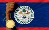 Guldmedalj för idrott samt nationella flagga belize — Stockfoto