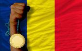 Goldmedaille für Sport und Flagge des Tschad — Stockfoto