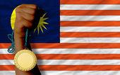Gouden medaille voor sport en nationale vlag van Maleisië — Stockfoto