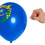pęknięcie balonu w kolorze flaga z amerykańskiego stanu nevada — Zdjęcie stockowe
