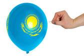 воздушный шар разрывным окрашены в национальный флаг республики казахстан — Стоковое фото