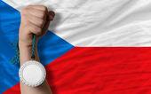 Medalha de prata para o esporte e a bandeira nacional de Checa — Fotografia Stock