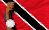 Médaille d'argent pour le sport et le drapeau national de la trinité-tobago — Photo