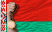 бронзовая медаль за спорт и государственный флаг республики беларусь — Стоковое фото