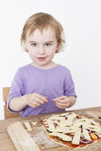 Cute girl making fresh pizza — Стоковое фото