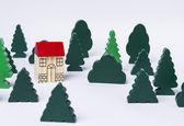 Toy house i skogen — Stockfoto