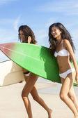 Beautiful Bikini Women Surfers & Surfboards At Beach — Stock Photo