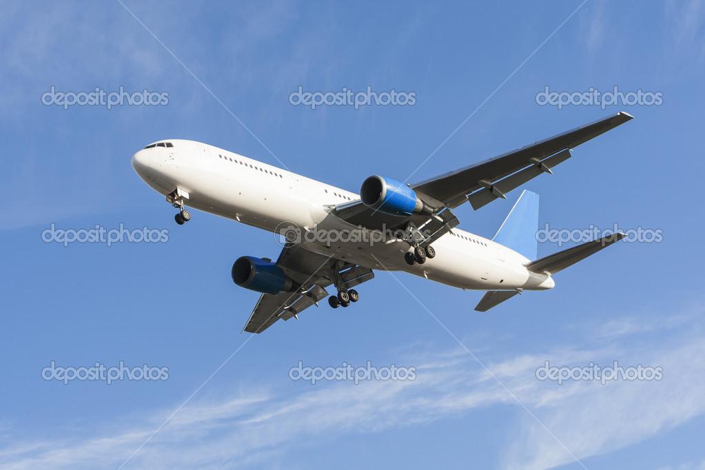 通用航空公司飞机着陆轮起落架和襟翼向下