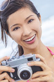Asian Chinese Woman Girl With Retro Camera — Stockfoto