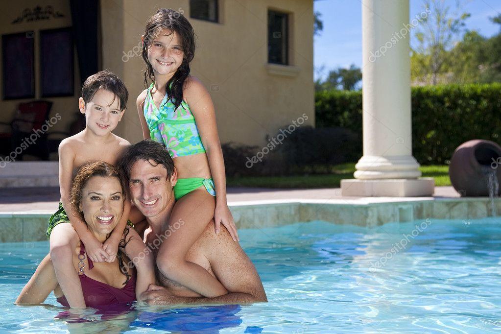 семейный отдых голышом фото