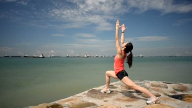 Asian chinese woman doing yoga by the beach — Stok video