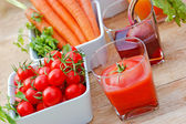 Juice squeezed from fresh vegetables — Stock Photo