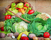 Fresh vegetables in a wickwer basket — Stock Photo