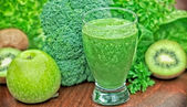Freshly prepared green smoothie — Stock Photo