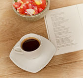 Cup of coffee (moments of relaxation with coffee and good book) — Stock Photo