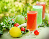 Smoothies made of fruits and vegetable — Stock Photo
