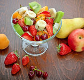 Fruit salad prepared with fresh organic fruits — Stock Photo
