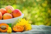 Färska ekologiska aprikoser — Stockfoto