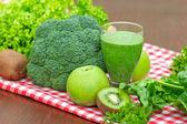 Groene smoothie - groene sap — Stockfoto
