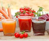 свежие овощные соки — Стоковое фото