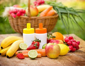 Fresh, natural vitamins from fruits and vegetables — Stock Photo