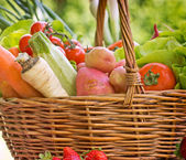 Wicker basket is full with organic vegetables — Stock Photo