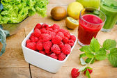 Raspberry and smoothie (juice) of raspberry and green smoothie — Stock Photo