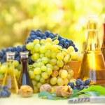 Autumn fruit and wine — Stock Photo #50934871